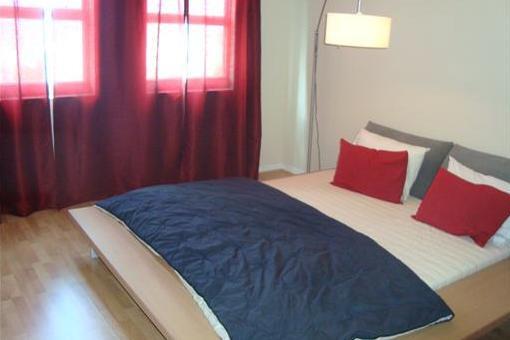 Gemütliches, helles Schlafzimmer