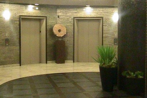Eingangshalle mit Fahrstuhl
