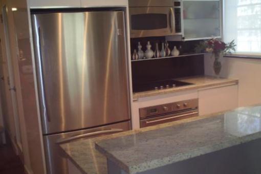 Küche mit Granit- Arbeitsplatten