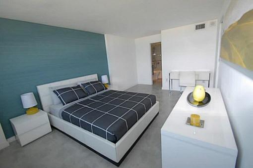 Neuwertiges und möbliertes Zimmer
