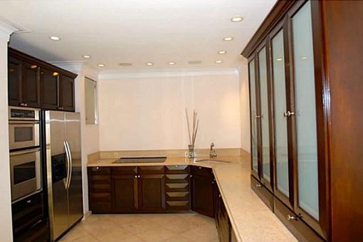 Ein sehr modernes Appartement mit Marmorböden