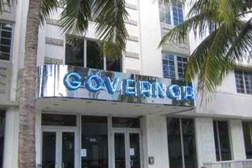 Moderne Immobilie mit Pool in einem der berühmtesten Gebäude von Miami beach, Governor