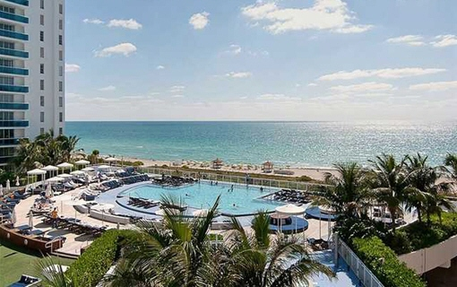 Apartment mit Pool in erster Meereslinie in Miami