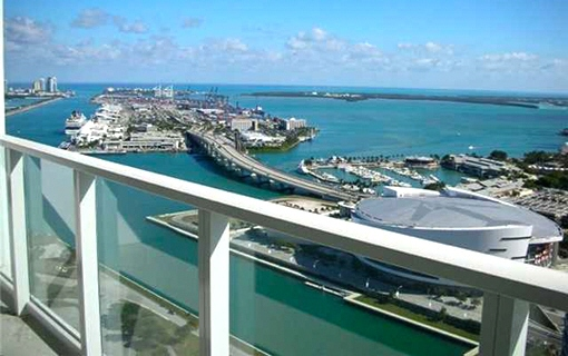 Loftwohnung in erster Linie mit Pool in Miami