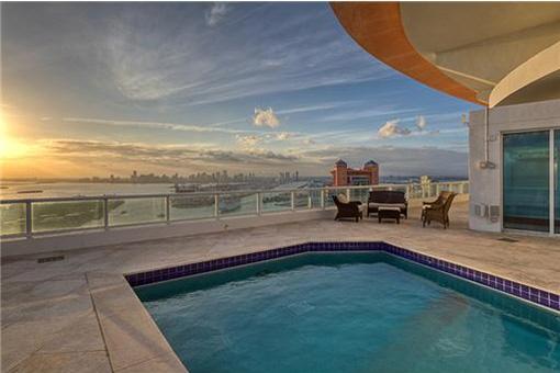 Fantastischer Pool über den Dächern von Miami Beach