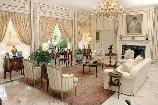 Prunkvolles Wohnzimmer in englischen Stil