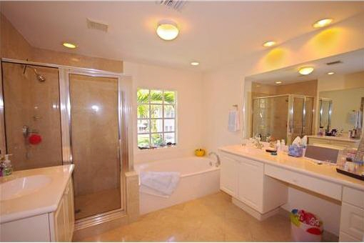 Geschmackvolles Badezimmer