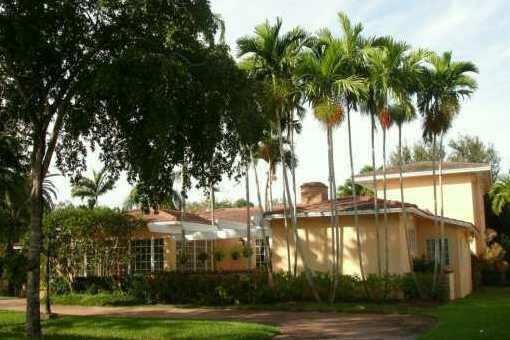 Großzügiges Anwesen mit riesiger Gartenfläche in Coral Gables
