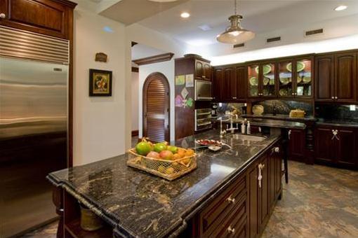 Hochwertige, voll ausgestattete Küche