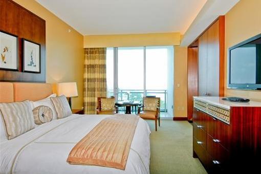 Luxuriöses Schlafzimmer mit Blick auf das Meer