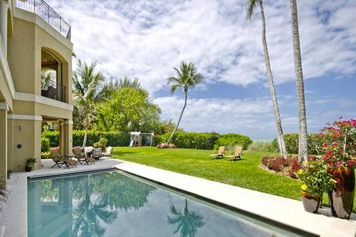 Schöne Villa am Strand mit Kamin und Pool-und Wellnessbereich in Naples