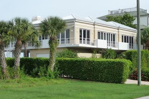 Genießen Sie das Leben in Naples in diesem geschmackvollen Strandhaus