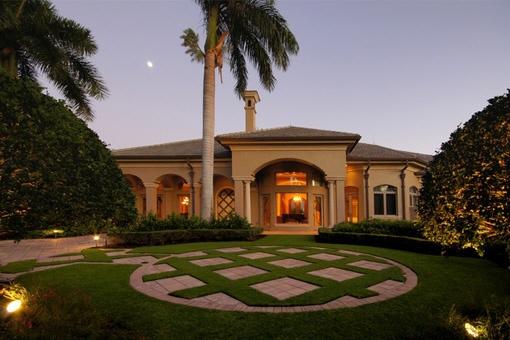 Einzigartige Villa mit tollem Garten und Palmen