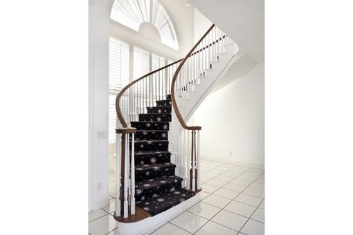 Treppe zum 2. Stock