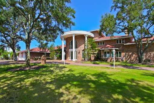Stattliche Villa am Manatee River mit großem Garten und Pool