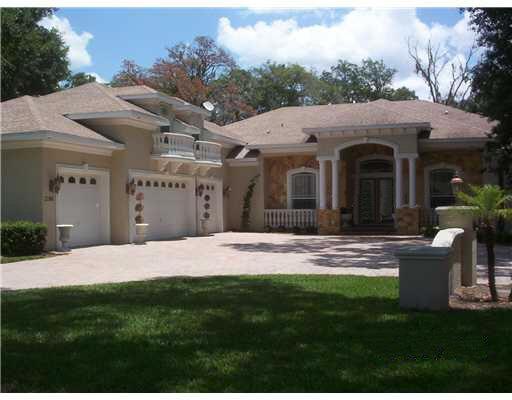 Elegantes Einfamilienhaus in der Nähe des Golfplatzes