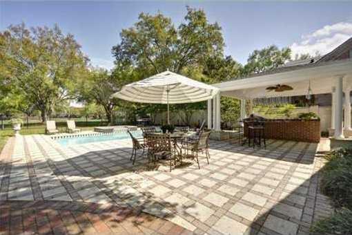 Terrasse mit Pool und Garten