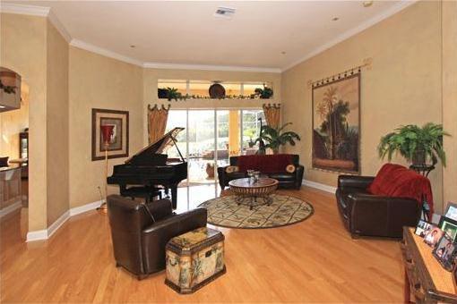 Einladendes helles Wohnzimmer