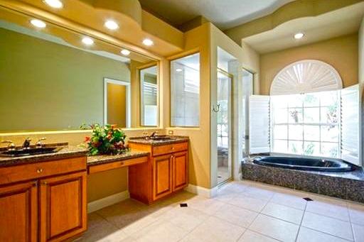 Luxurious and spacious bathroom