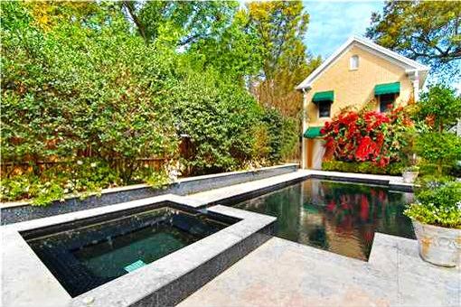 Wunderschöner Pool im Garten