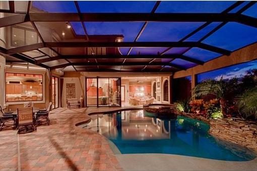 Erfüllen Sie sich Ihren Traum eines 2-stöckigen Anwesens in Fort Myers