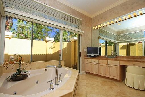 Luxuriöses Badezimmer mit Spa