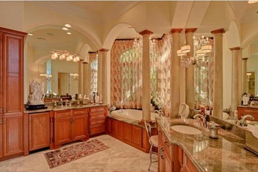 Vollausgestattetes luxuriöses Badezimmer