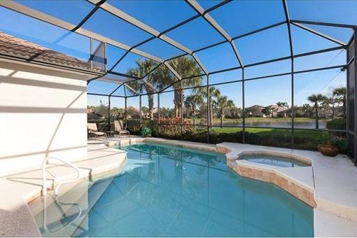 Wunderschöne Terrasse mit Pool in Fort Myers