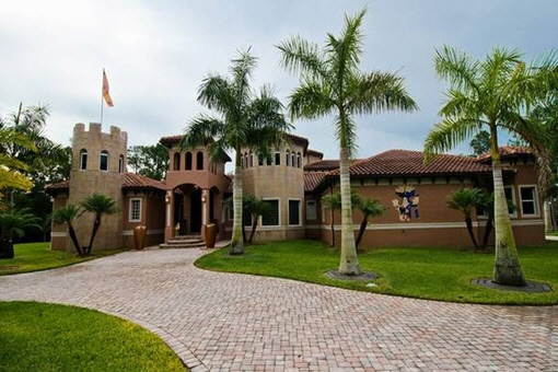 Außergewöhnliche Villa mit privatem Kinoraum, Flugzeughangar und Weinkeller in Fort Myers