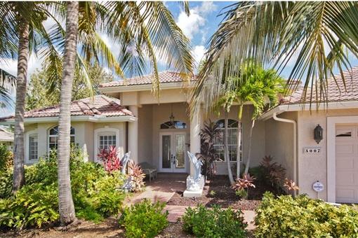 Bezauberndes Haus mit Terrasse und Pool in Cape Coral