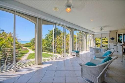 3 Stöckige Villa mit perfekten Standort am Strand in Captiva Island