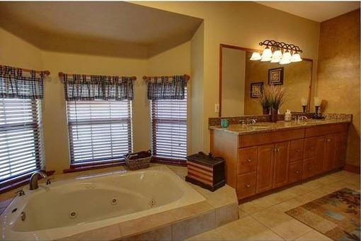 Badezimmer mit Spabereich