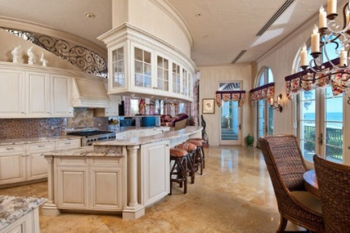 Große, moderne Küche